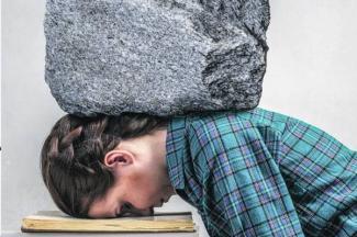 Universitarios experimentan estrés ante estado emocional de sus familias