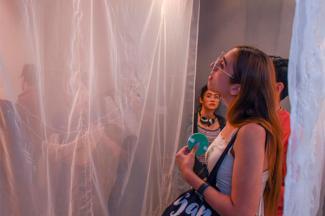 Egresada UDLAP explora el ambulantaje desde una mirada artística