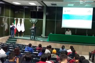 Imparten plática sobre servicio social y práctica profesional en la FIBUAP
