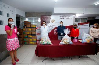 Apoya SEDIF a asociación que atiende a familiares de pacientes del HNP