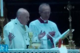 Valientes, los sacerdotes al consolar a los enfermos por la pandemia